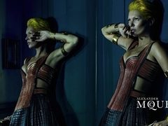 Kate Moss este noua imagine Alexander McQueen