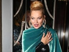 Kate Moss, dramatica si luxurianta la o petrecere in cadrul London Fashion Week